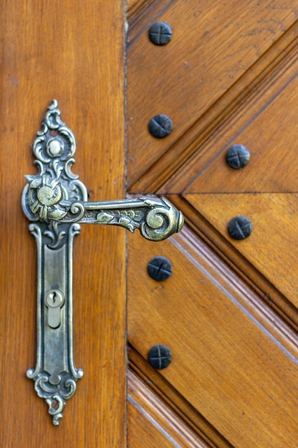 door-handle-3348134_640